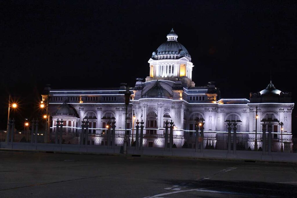Copyright to Chocolate Moons LLC - image of the Capitol Building Olympia at night