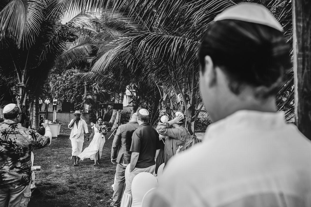 wedding-photography-marriott-beach-bride-groom-flowers