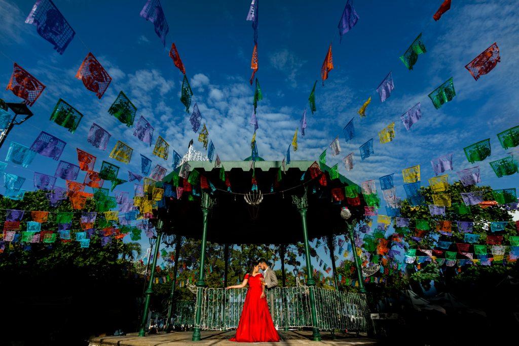 bride groom Mexican flag colors love sky kiosk