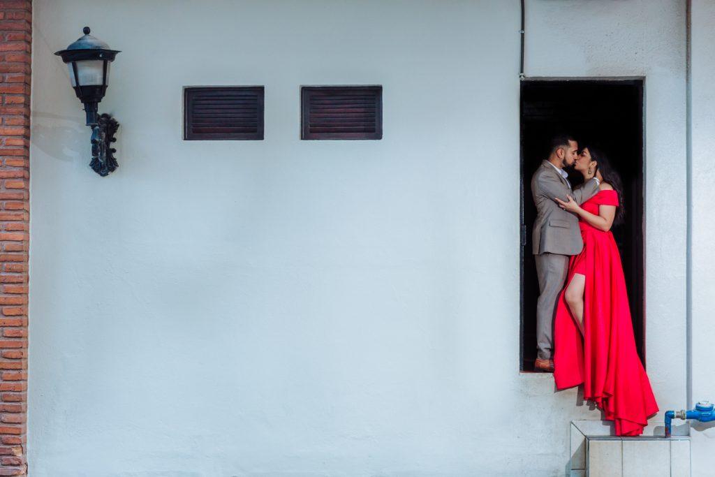 bride groom engagement kiss Vallarta frame-home