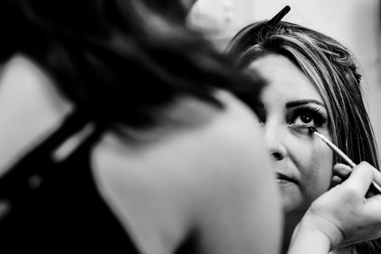 bride have a make up during the gettin ready