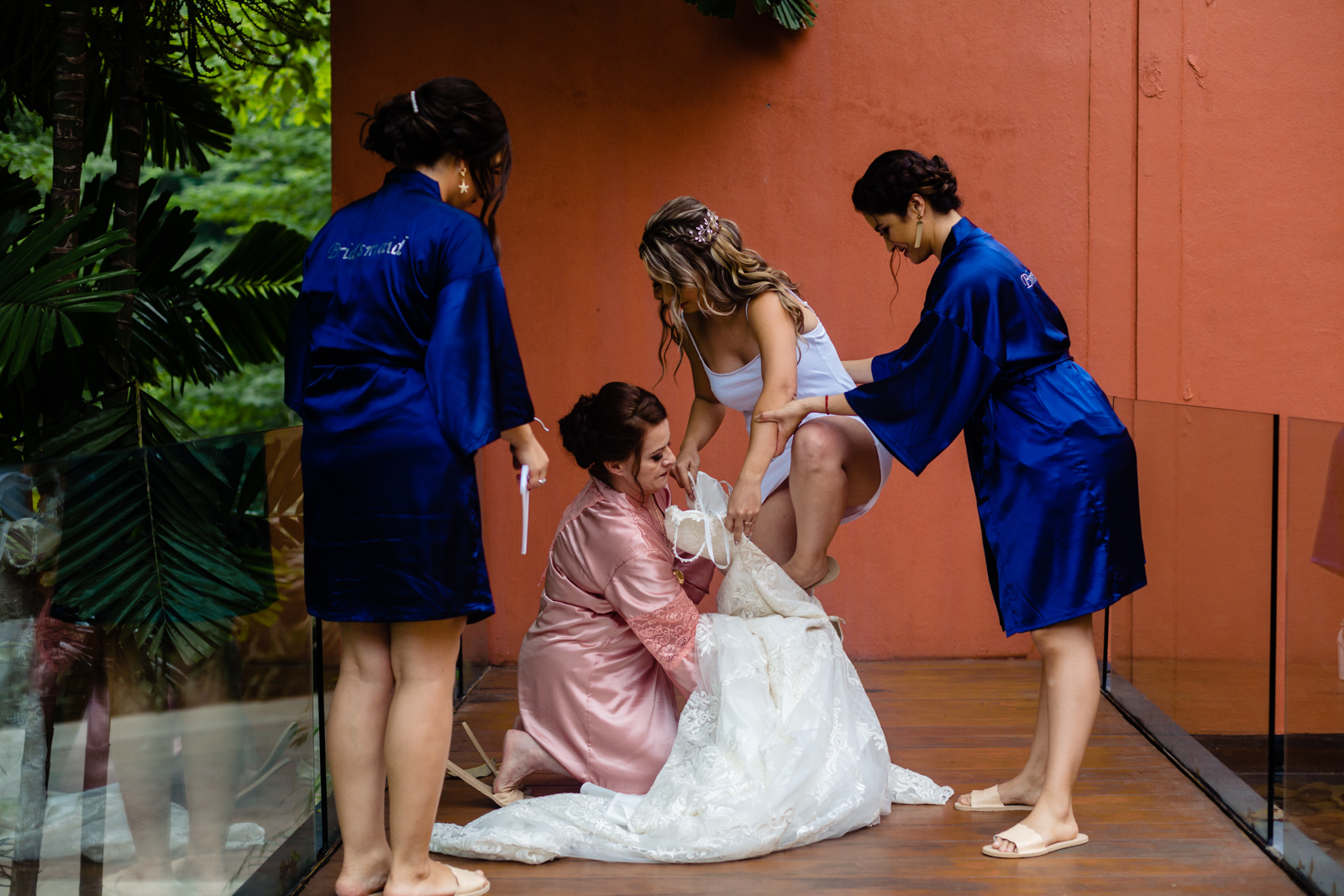 bride gettin ready with the family, put the dress on