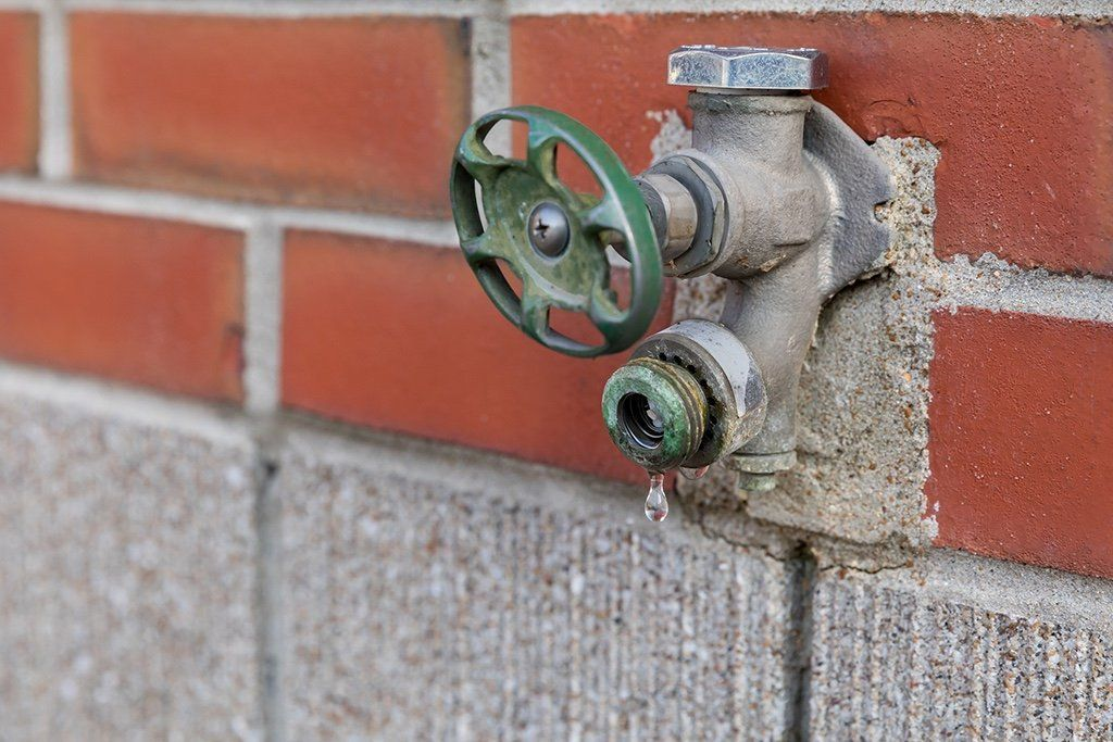 Common Residential Plumbing Issues and When to Call an Emergency Plumber | Tustin, CA