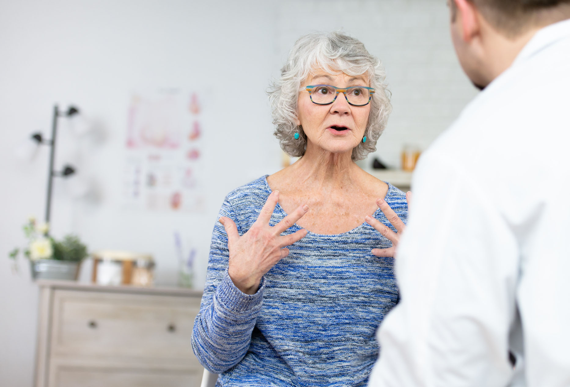 Patient talking to a surgeon from sierra spine institute