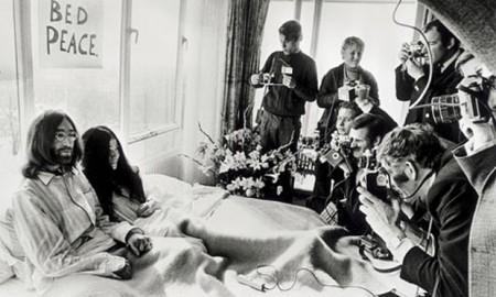 Lennon-Ono in bed