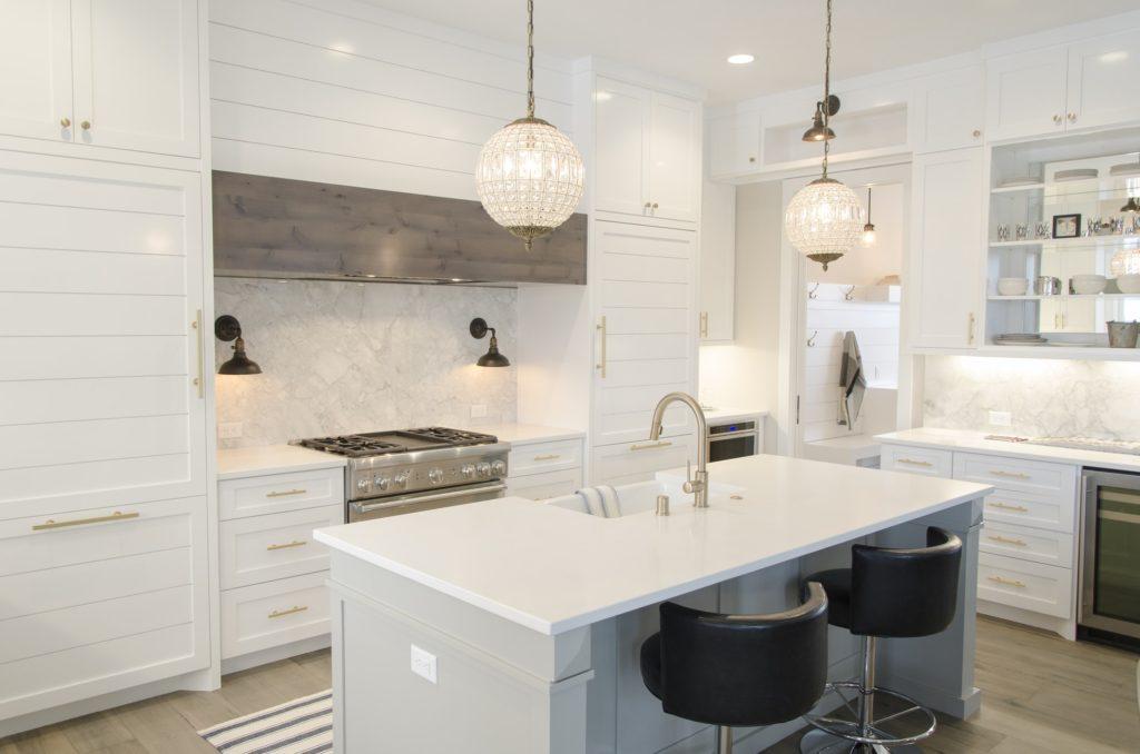 A white kitchen with beautiful quartz countertops.