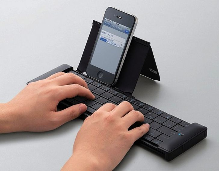 iPhone docking station with keyboard attached