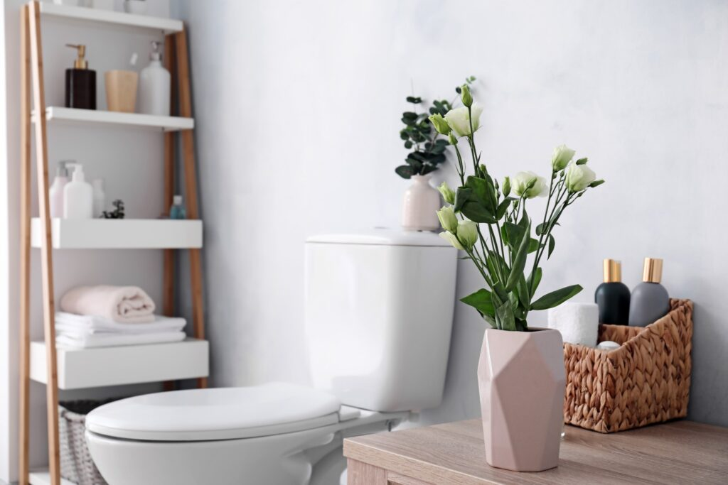 Fresh-cut flowers in a pink vase in a vase are the perfect guest bathroom idea for guests.