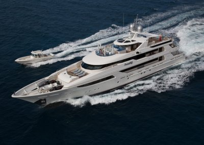 Trending Yacht and Trender on the Move