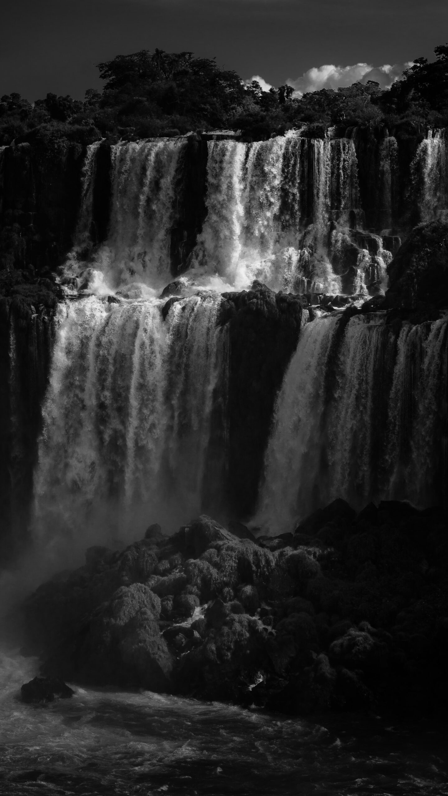 Fondo de pantalla Luces entre Sombras por Emilio Küffer