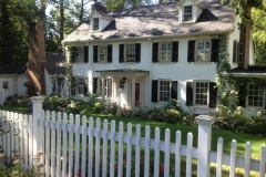White-vinyl-fence-exterior-traditional