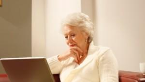 100815_senior_woman_computer