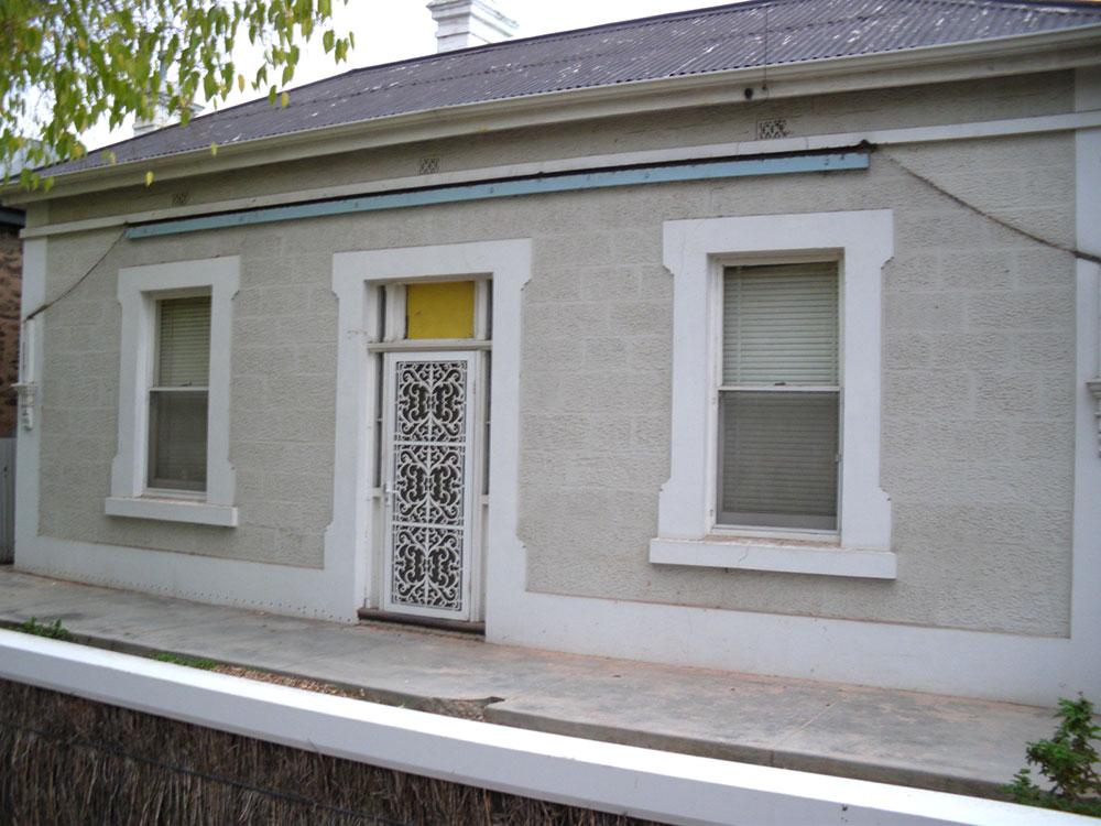 Villa-stone-front-verandah-before