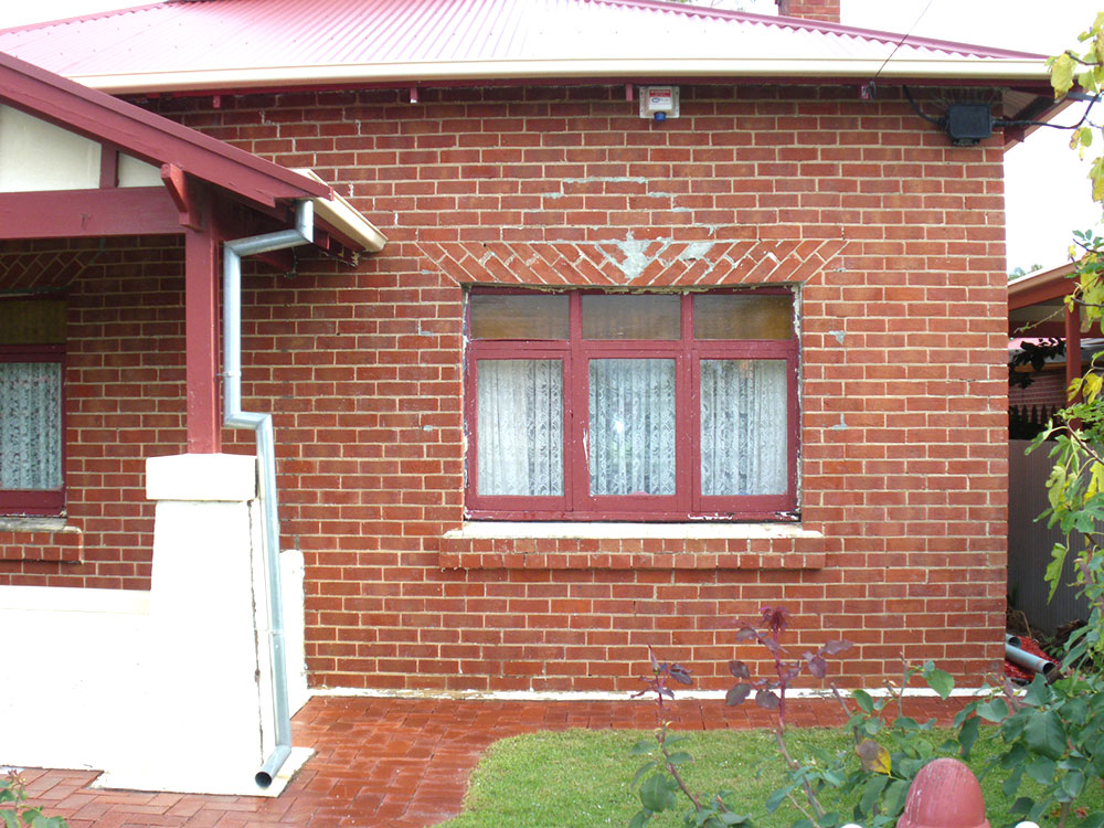 Bungalo-red-brick-front-after
