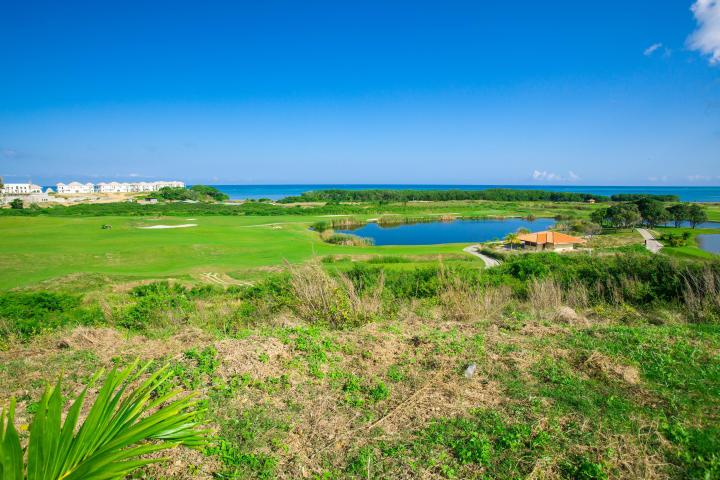Pristine Bay Golf property