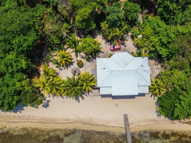 Beachfront Home Roatan MLS 19-159