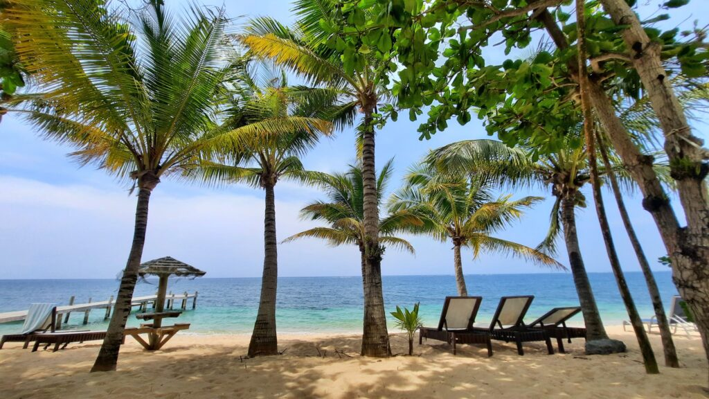a vacation condo, investment, or relocation home in Roatan