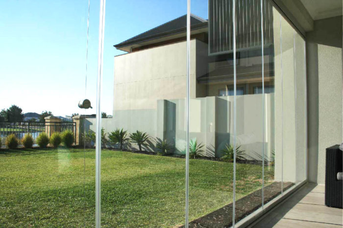 glass curtains