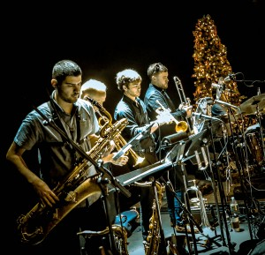 Terrific horn section - Photo © 2015 Richard Elliott Hoynes