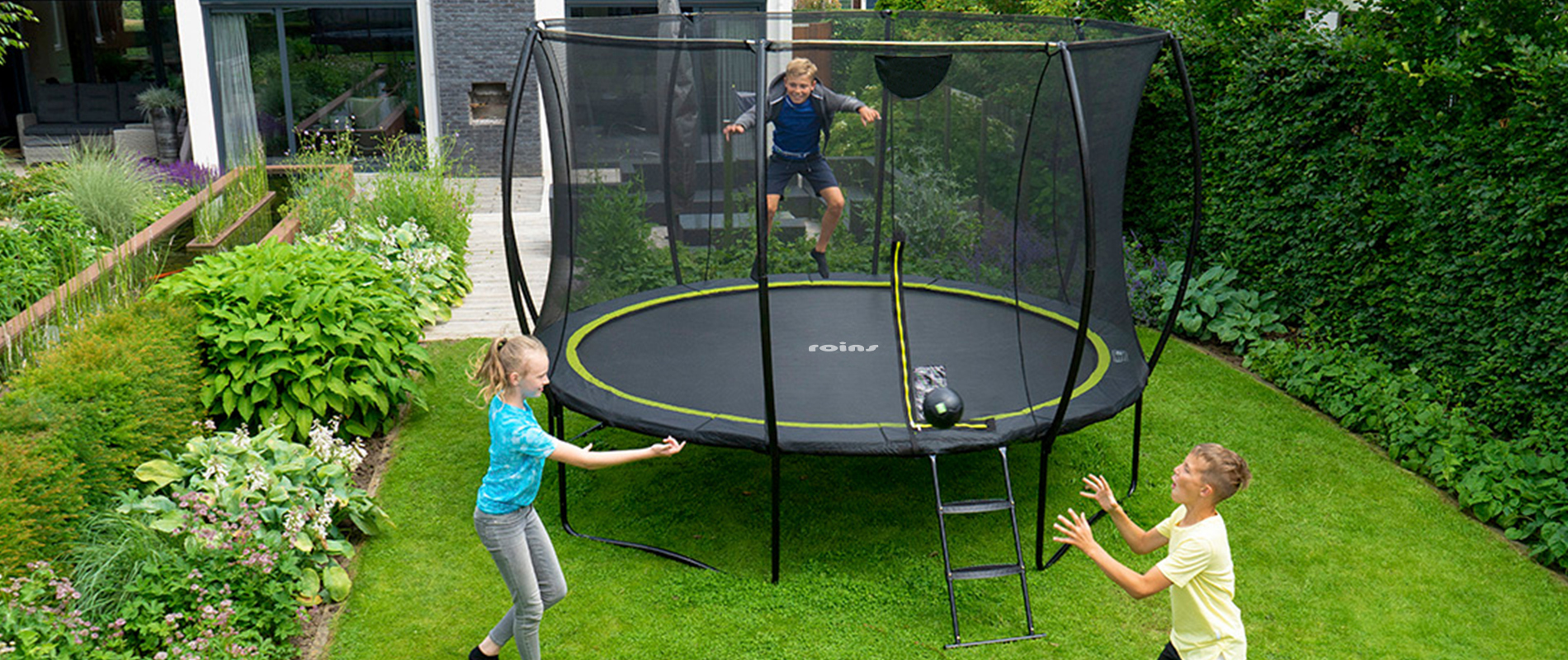 round trampoline with net