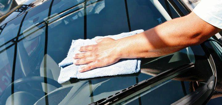 Auto Glass Repair and Replacement, Close Up.