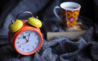 clock and tea intermittent fasting