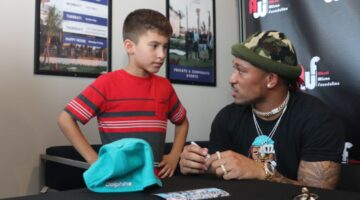 Dolphins receiver, Albert Wilson, stops by PopStroke for meet and greet