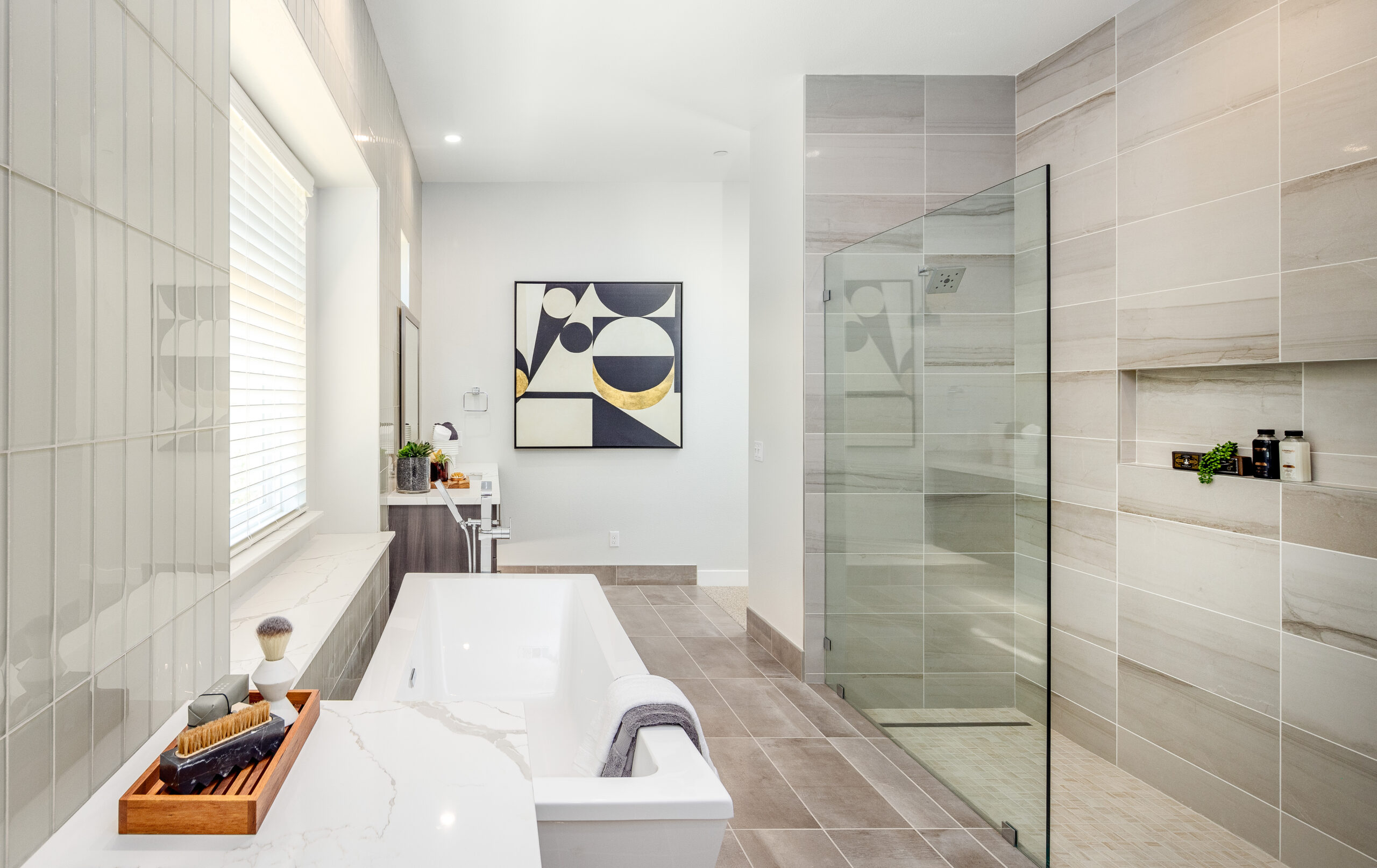 Residence 3: Primary bathroom, with walk shower and tub