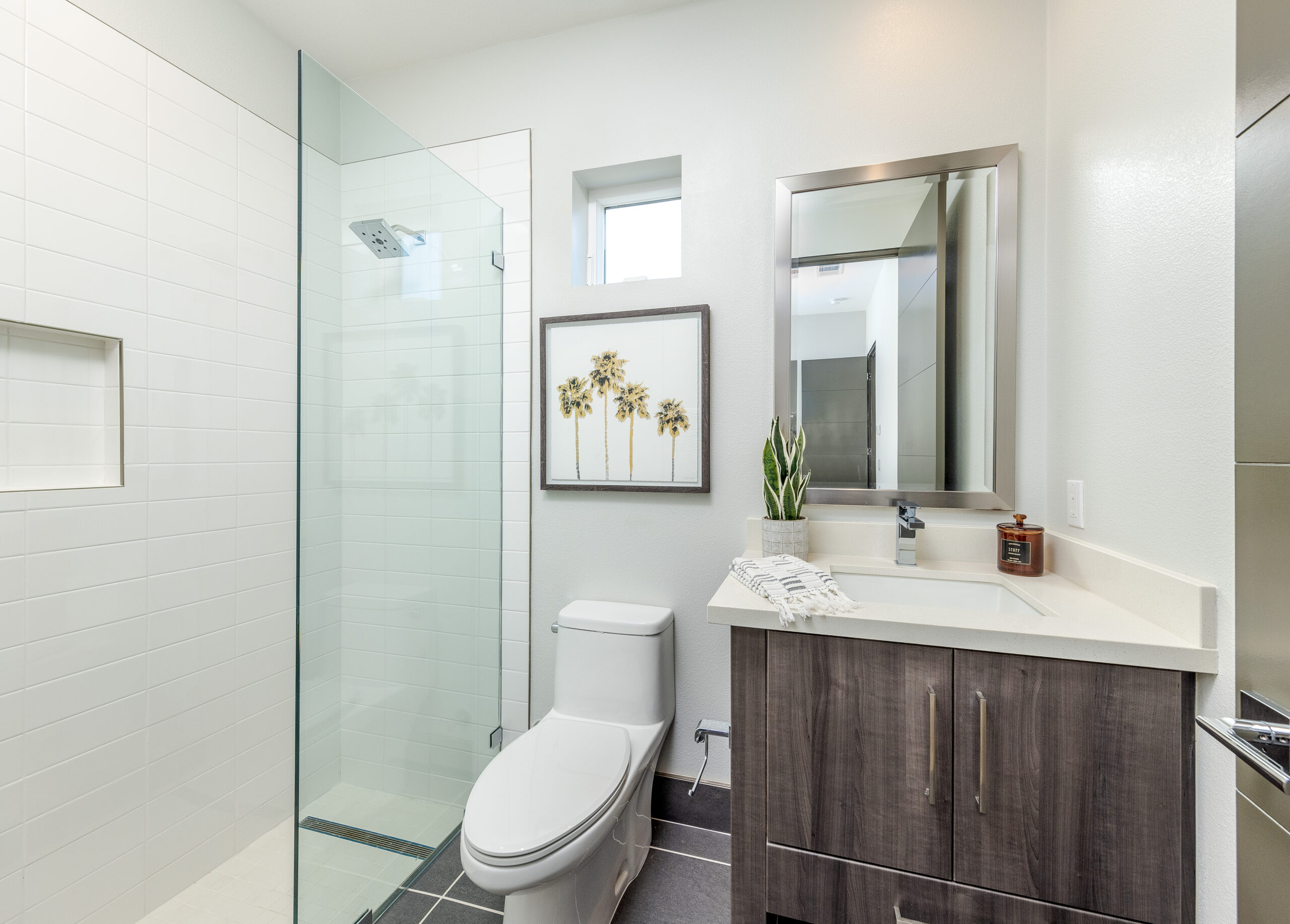 Residence 3: Bathroom with walk-in shower