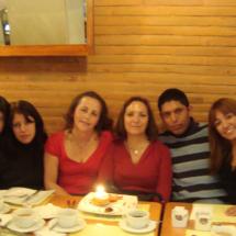 Conmemorando el cumpleaños de la responsable del proyecto