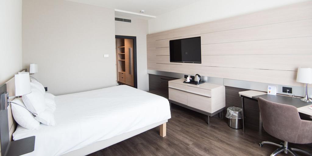 Como calcular el precio de una habitación de hotel