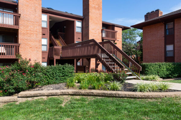 Independant entry ways at Chesterfield Village Apartments
