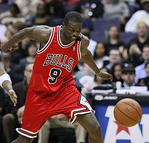 Chicago Bulls lead Indiana Pacers, 60-35 at half-time