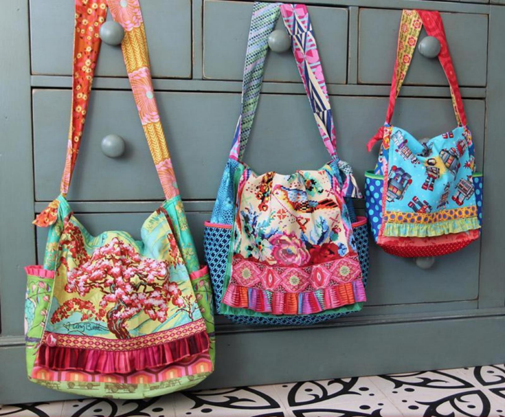 This carry all scrappy messenger bag is perfectly sized for your everyday adventures. Pattern is easy to make, includes tons of photos and comes in 3 sizes.