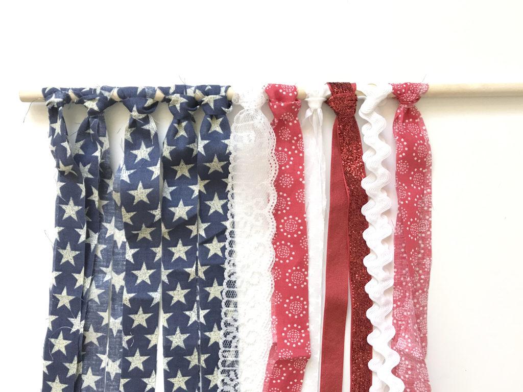Easy, no sew patriotic wall hanging