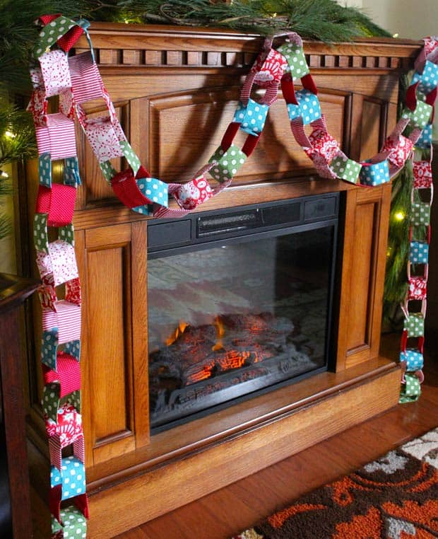 Fabric Holiday Chain Sewing tutorial for DIY Christmas decor.