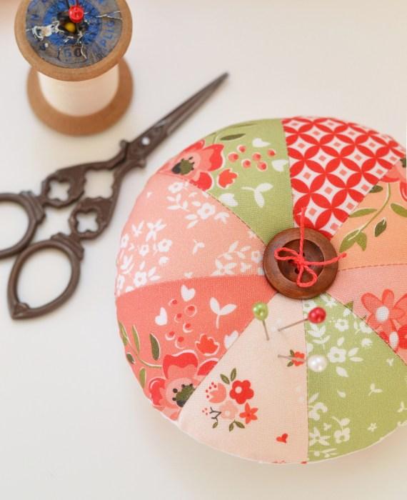 round pincushion tutorial and pattern