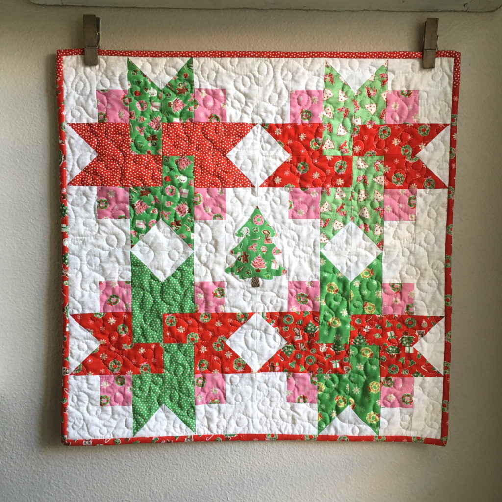 free holiday mini quilt sewing pattern