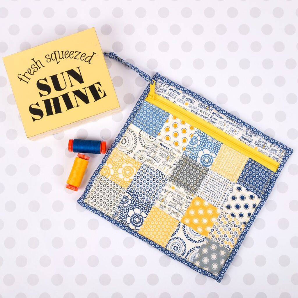 free sewing tutorial for a simple patchwork zipper bag