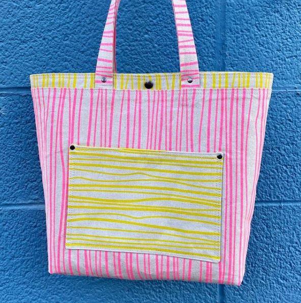 Free pocket tote sewing pattern