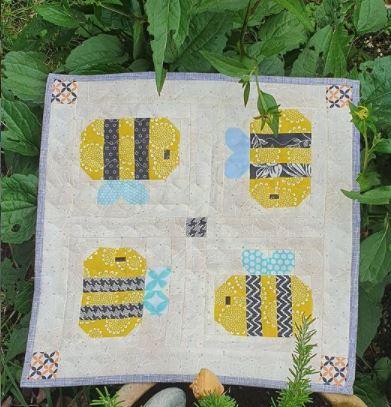 happy bee mini quilt