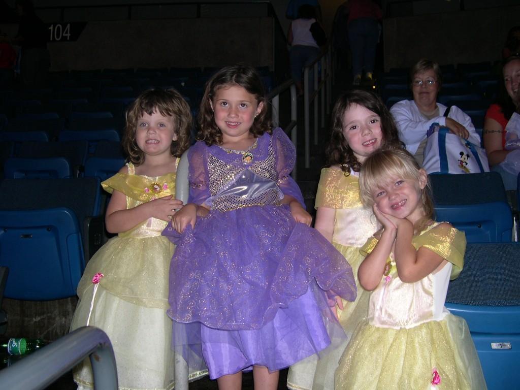 DisneyPrincesses_OnIce2006