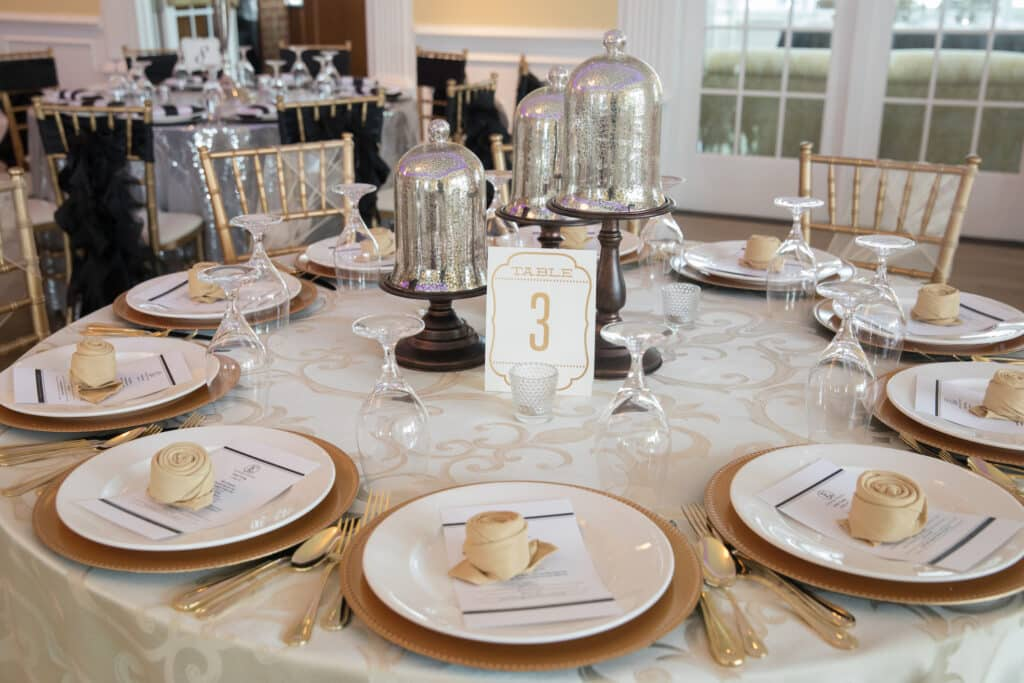2018 Wedding Floral Forecast – Entwined Events   Table Design: Bella Rose Floral & Designs   Photo Credit: Emily Hancock Photography