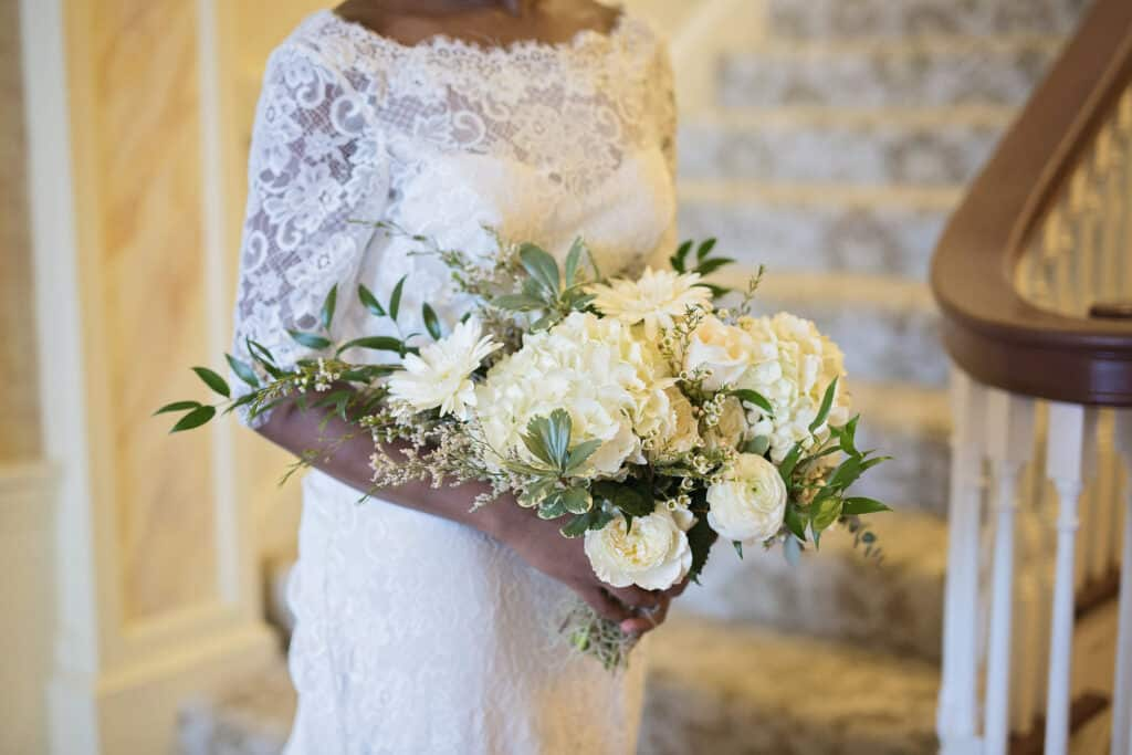 2018 Wedding Floral Forecast – Entwined Events   Florals: Bella Rose Floral & Designs   Photo Credit: Laura Bryan Photography