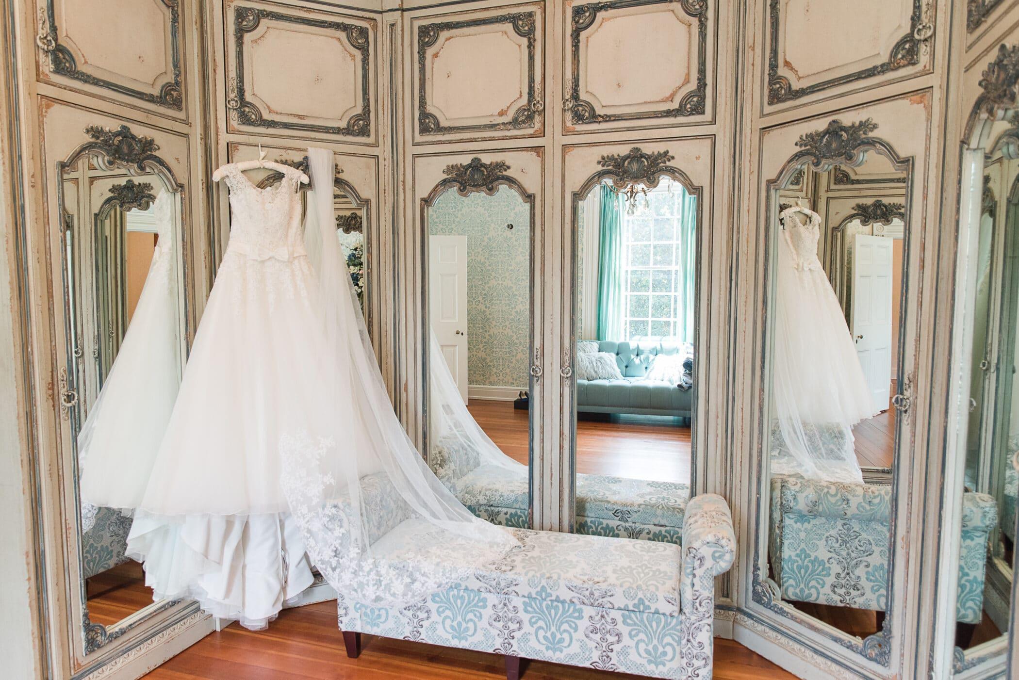 Selecting Your Virginia Wedding Venue | Entwined Events | Venue: Bella Rose Plantation in Lynchburg, VA | Photo Credit: Karen Nicole Photography