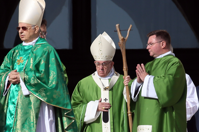 Pope Francis (Jorge Mario Bergoglio) Holds an Occultic Stang