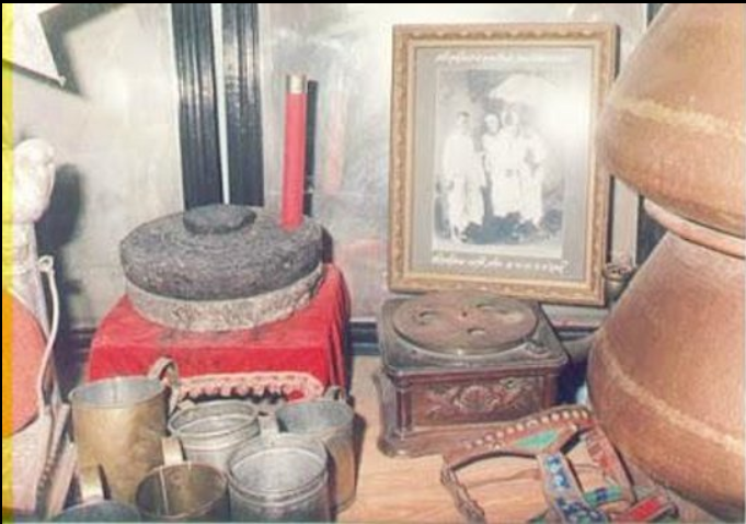 Dixit Wada Museum - Items used by Sai Baba 100 years ago