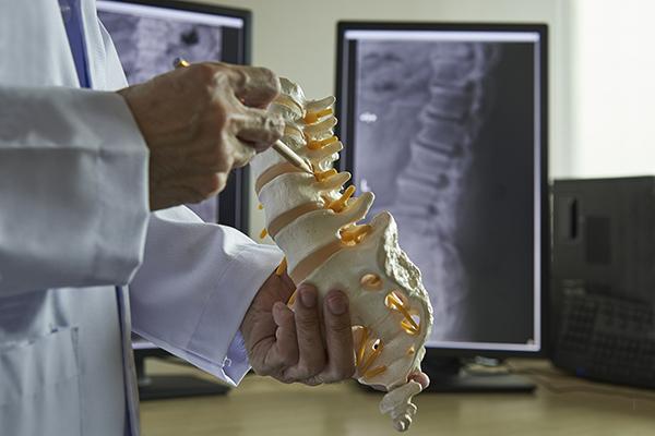 dr. javier reto explains orthopedic spine surgery to a patient