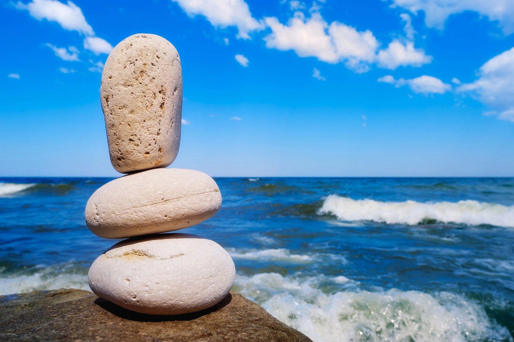 stacked-rocks-at-ocean