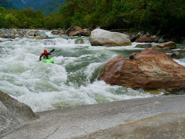 kayak ecuador, ecuador kayak, kayaking ecaudor, small world adventures, kayaking adventures, whitewater kayaking